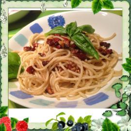 Spaghetti mit getrockneten Tomaten und Walnüssen